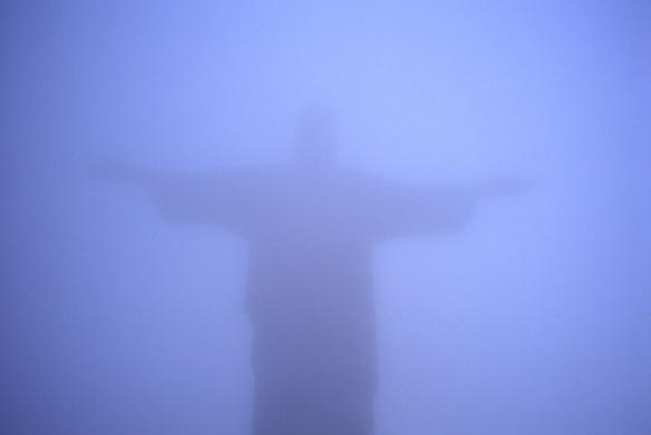 Jesus_in_the_fog_Rio1