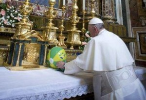 "Francis ""venerating"" Our Lady at the High Alter of Santa Maria Maggiore"