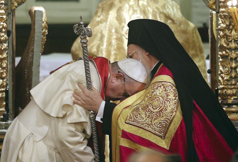 Francis bows to Patriarch Bartholomew