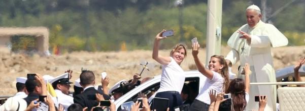 Ecuador Pope selfies
