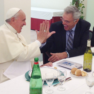 "(RNS1-JULY 8) James Robison explains a ""high five"" to Pope Francis at the Vatican on June 24, 2014. During their meeting, they agreed all Catholics and Protestants need to come to know Jesus personally. For use with RNS-ROBISON-POPE transmitted July 8, 2014. RNS photo courtesy LIFE Outreach International"
