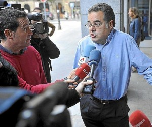 Mr. Juan Cuatrecasas, the victim's father, speaks with reporters outside the courthouse