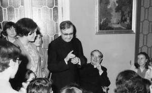 """Escrivá holding court with his """"daughters."""""""